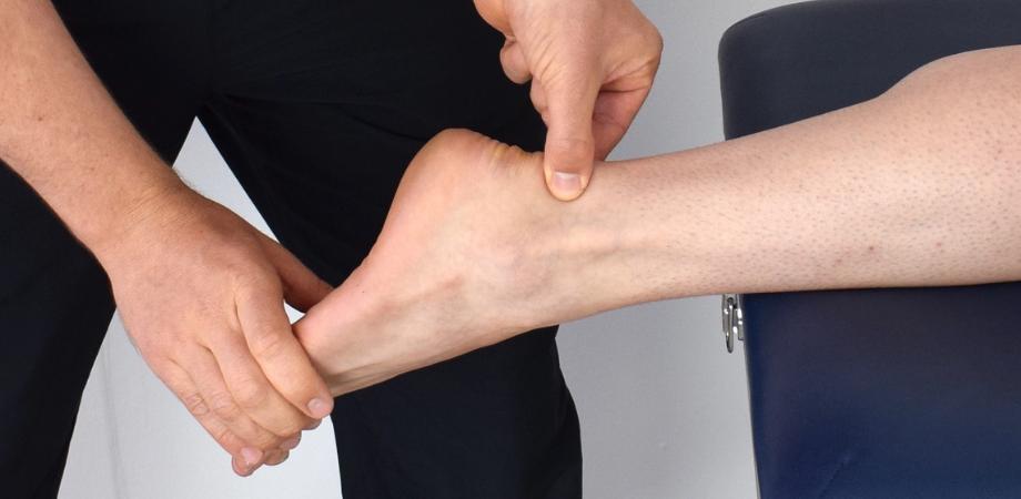 durerea și umflarea cauzelor articulației gleznei