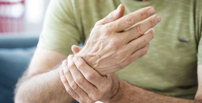 artrita reumatoidă a mâinilor și picioarelor digestie și probleme articulare