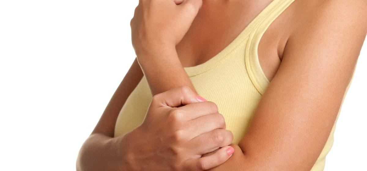 articulațiile în brațele unei femei rănite