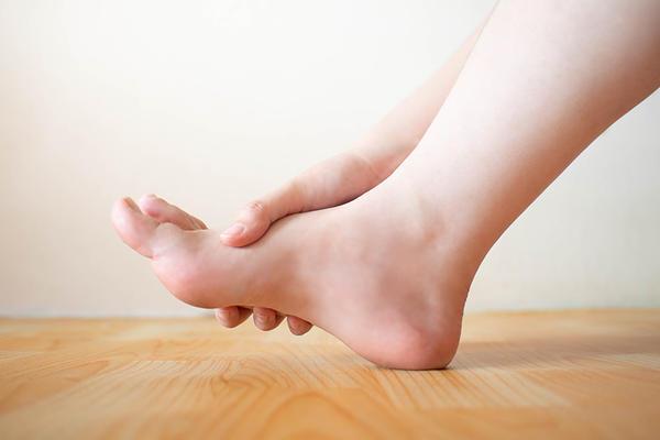 artrita supurativa a degetului de la picior doare în timp ce aleargă