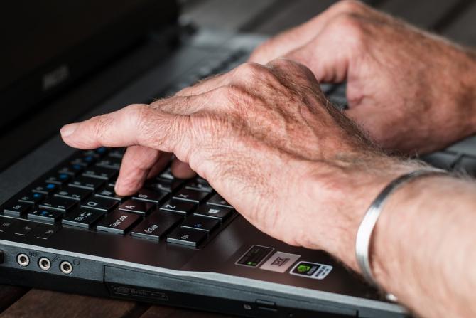 articulațiile degetelor degetelor de la computer